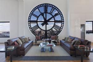 hodiny dom 1