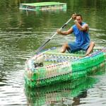 Skutočný čln z plastových fľaší - nechcete sa odviezť?